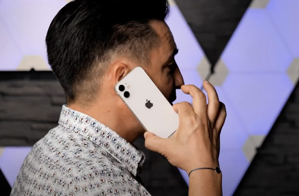 The video showing the iPhone 12 Mini size has been released 1