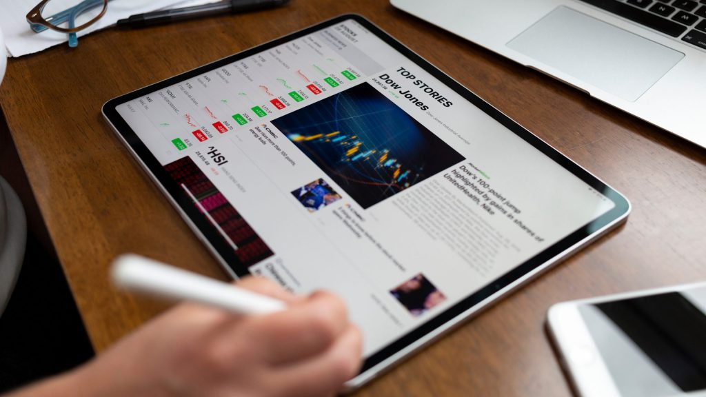 Apple May Introduce 12.9 Inch iPad Pro with Mini LED Screen in the First Quarter of 2021 scaled