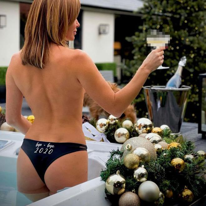 Amanda Holden says goodbye to 2020 with a note on her underwear 1