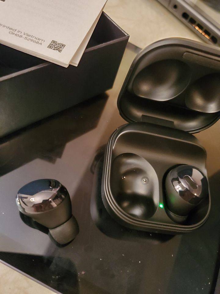 One user put the Galaxy Buds Pro model on sale 3