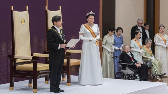 The person who sneaked into the residence of the Emperor of Japan was noticed 2 hours later