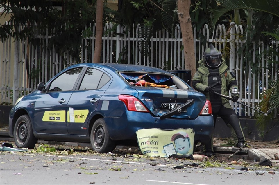 Bomb attack on Sunday mass in Indonesia 1