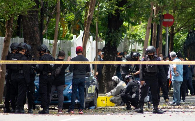 Bomb attack on Sunday mass in Indonesia 2
