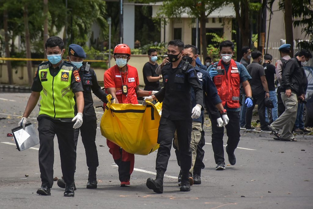 Bomb attack on Sunday mass in Indonesia 3