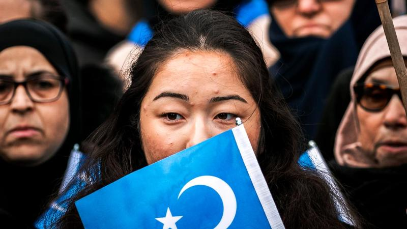 Chinese hackers attack Uighurs Facebooks 1