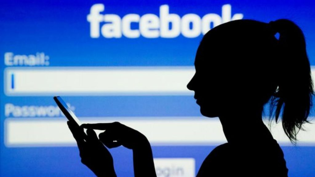 Facebook to pay News Corp.