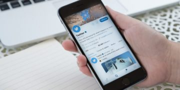Great YouTube convenience from Twitter to iPhone