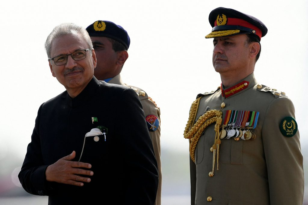 Pakistani President Alvi contracted Covid 19 after being vaccinated
