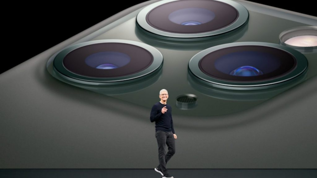 Apple breaks record with 3 month earnings 1