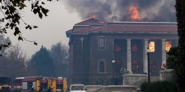 Cape Town fire 4000 students evacuated