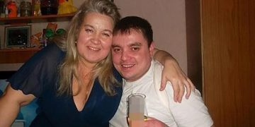A woman weighing 100 pounds brought the end of her husband who sat on her face