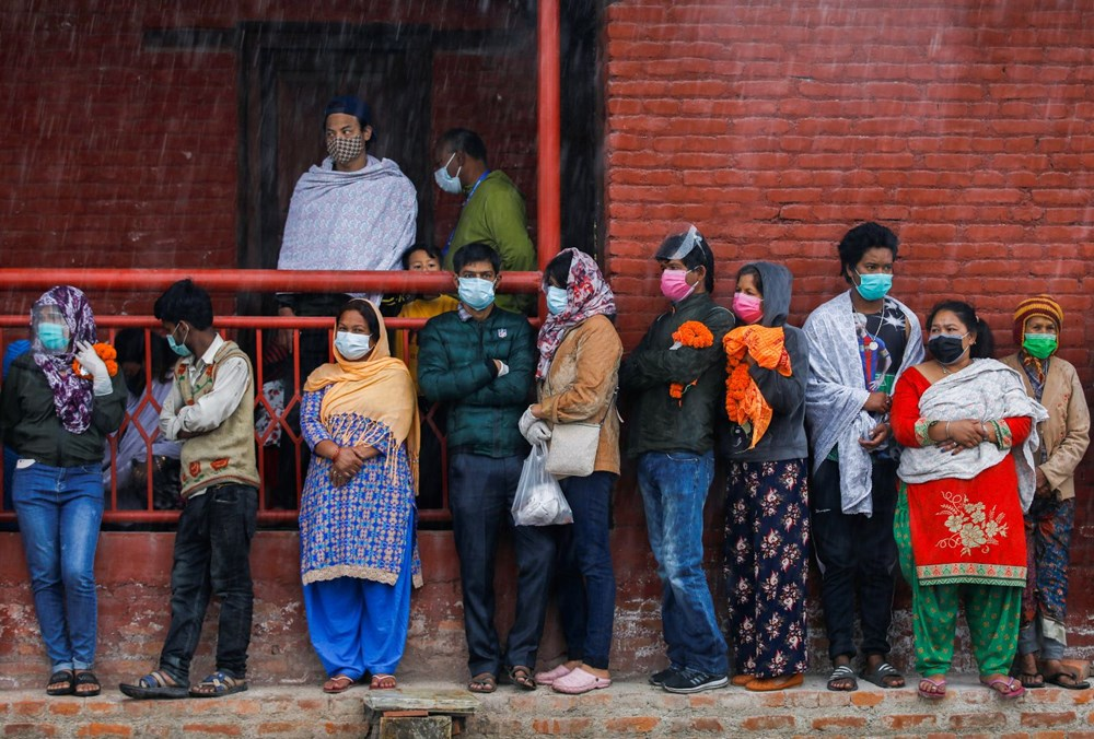 Asian countries face corona crisis Vaccines run out hospitals full