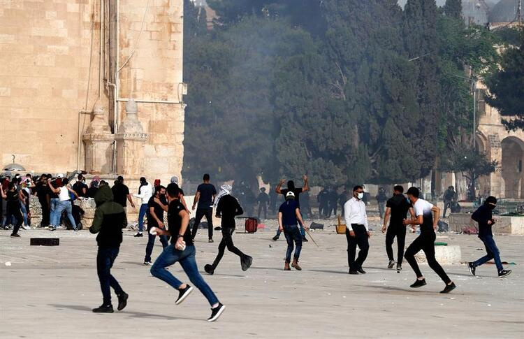 Breaking news at the Masjid al Aqsa massacre from Israel 20 people lost their lives