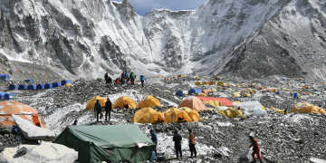 Coronavirus spreads rapidly on Mount Everest