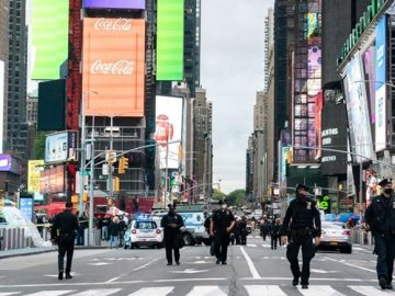 Gun attack in New York Times Square 3 injured