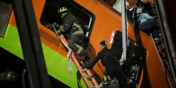 Subway overpass collapses in Mexico Dozens dead and wounded