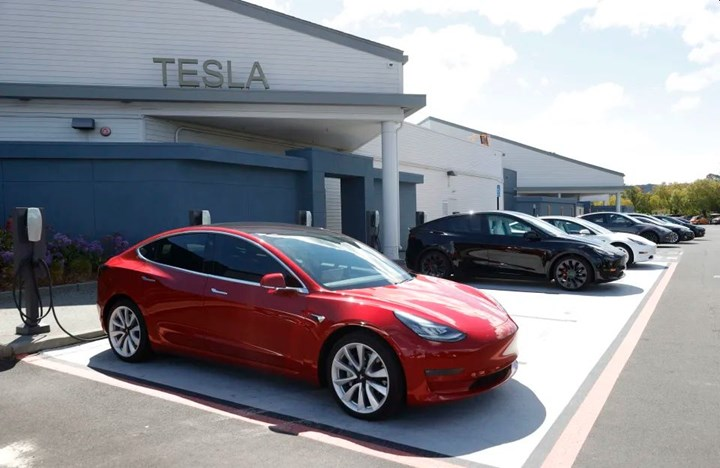 Tesla gets patent for 3 that would lower the price of its cars by 10000